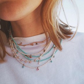 Chromata necklaces